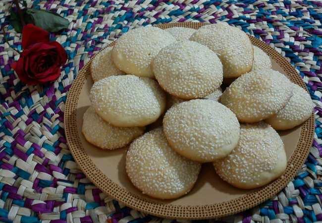 شیرینی ها/ طرز تهیه سریع کلوچه کنجدی خوشمزه در خانه
