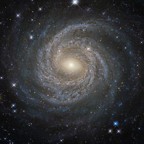 تصویر نمای نزدیک و خارقالعاده تلسکوپ هابل از یک کهکشان مارپیچی