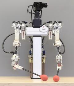 روباتی که میتواند سوزن نخ کند