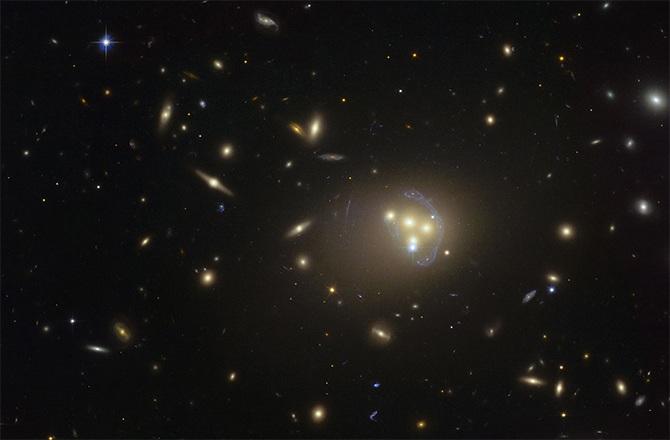 ارائه ی نظریه جدید دربارۀ ماهیت ِ ماده تاریک