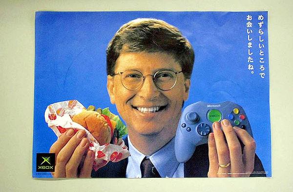 استفاده ابزاری بخش بازاریابی مایکروسافت از بیل گیتس برای افزایش فروش اکس باکس در ژاپن؛ تلاشی که نافرجام ماند.