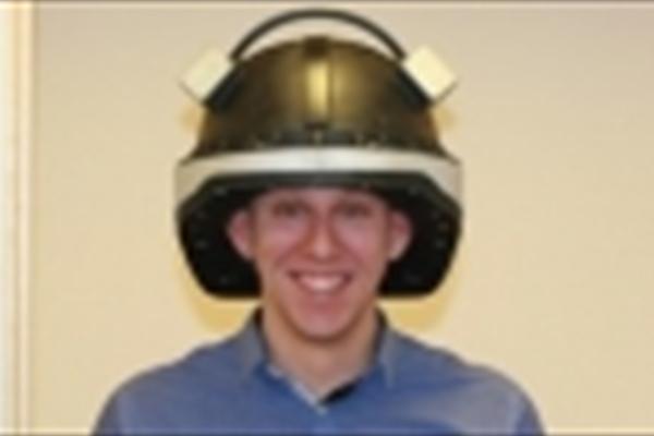این کلاه از مصدومان نوار مغزی می گیرد