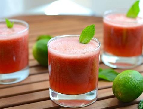 نوشیدنی ها/ «اسموتی خربزه و چای سبز»؛ تضمین شادابی پوست