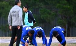 حضور مجری پرسپولیسی و دستور احتیاط برای دو بازیکن در تمرین استقلال