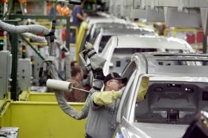 آمریکاییها پشت چراغ قرمز بازار «خودرو ایران»