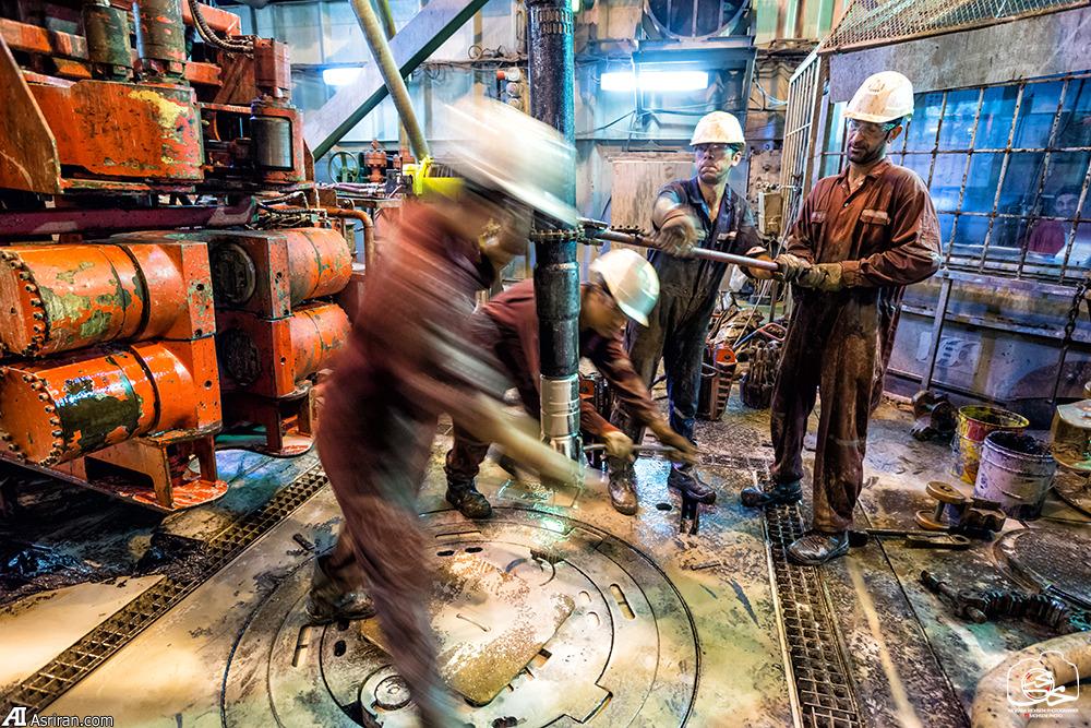 عکس/ کارگران زحمتکش ایرانی در آب های نیلگون خلیج فارس