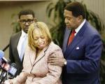 مادر جوان سیاهپوست قربانی خشونت، از پلیس آمریکا شکایت کرد